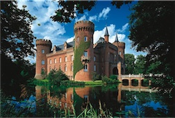 1500 PIECE MOYLAND CASTLE, GERMANY PUZZLE